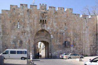 g 4 Jerusalem_Lions_gate_BW_1